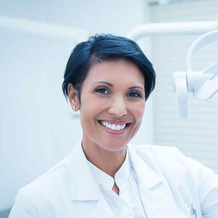 https://clinicaprinon.com/wp-content/uploads/2020/02/doctor-01.jpg