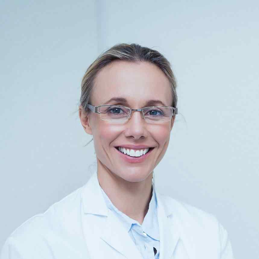 https://clinicaprinon.com/wp-content/uploads/2020/02/doctor-02.jpg